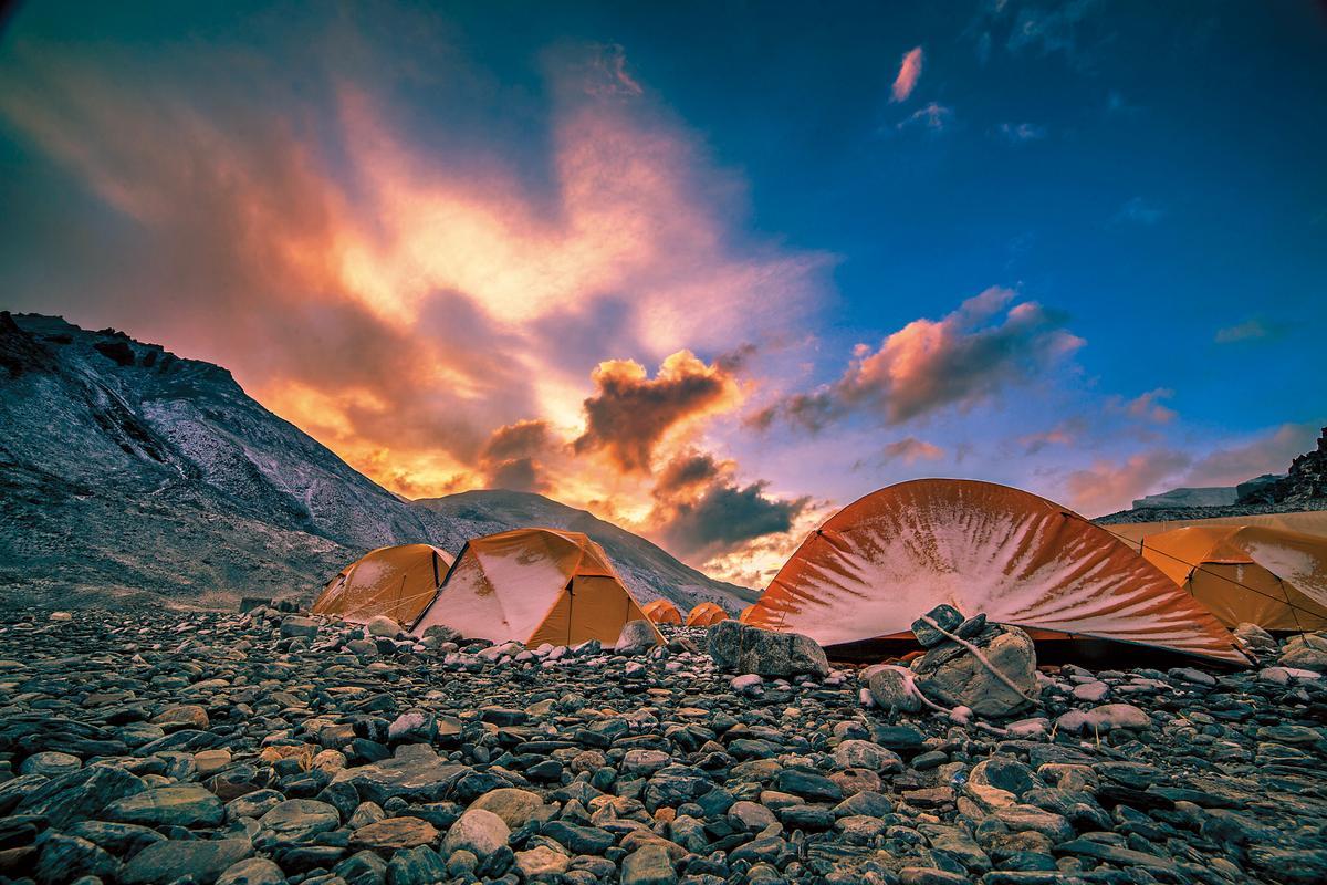 蕭寒第二部電影版紀錄片《喜瑪拉雅天梯》曾創下新台幣5,350萬元的票房,在當時為中國非商業紀錄片之最。(潛影文化提供)