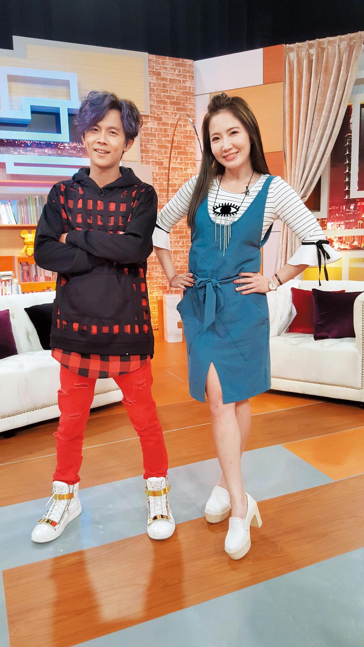 阿翔(左)跟同公司的藝人謝忻(右),經常較勁「誰最省錢」,鬧出一籮筐趣事。 (時代創藝提供)