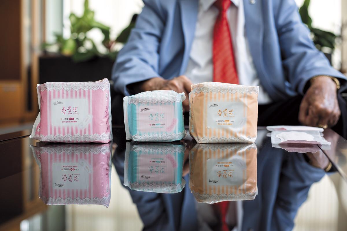 康那香每年投入上千萬元開發新品。圖為9月上市的新品香黛兒,特色是粉色底、蕾絲滾邊。