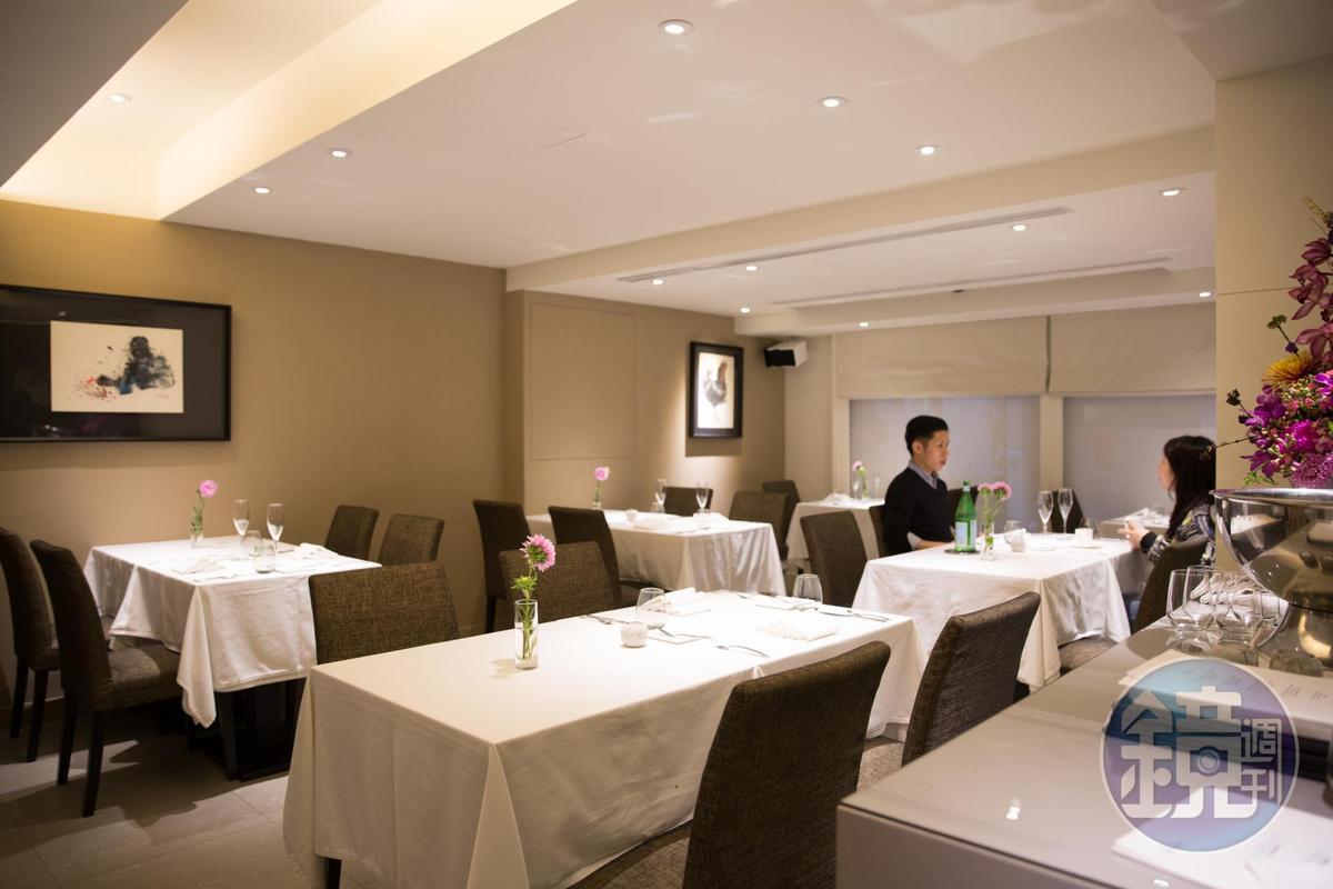 餐廳空間沉穩內斂。