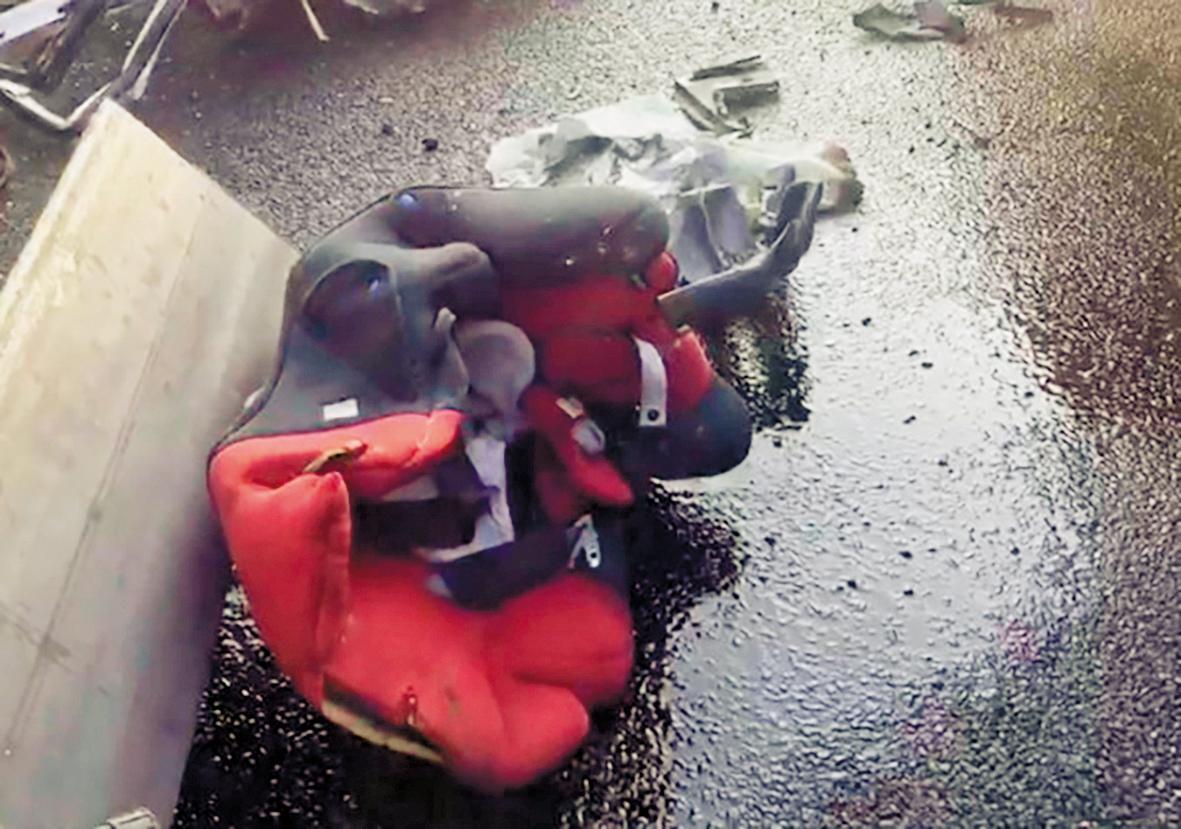 強大撞擊力道使嬰兒座椅當場噴飛,讓林、張2家痛失摯愛親人。(翻攝畫面)