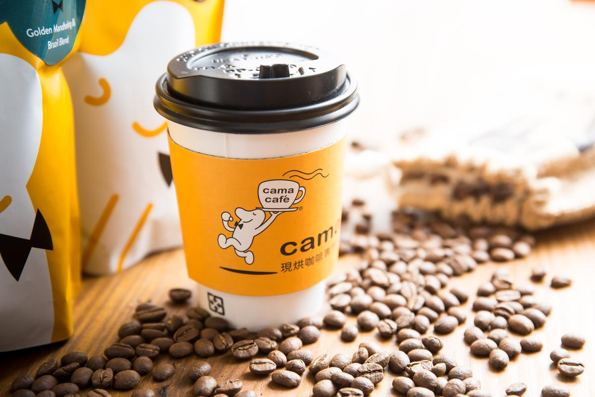 cama café成立於2006年,主打生豆新鮮烘焙咖啡,每杯定價約在60元至百元,全台已有101家門市。