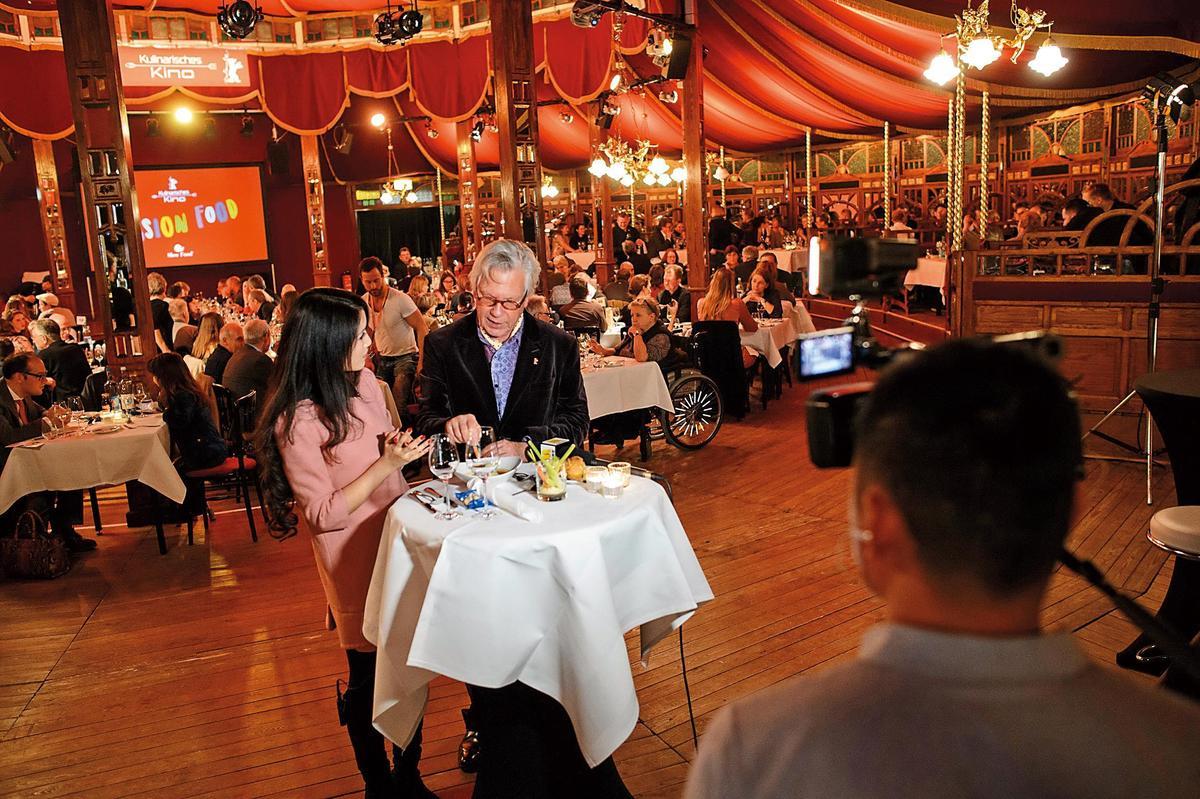 「美食電影」單元每年邀請知名主廚到現場掌廚,為賓客提供佳肴。(東方IC)