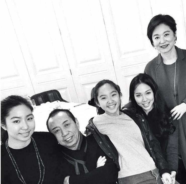 林青霞(63歲)跟邢李㷧(68歲)一家有3個女兒;大的是邢李㷧跟前妻張天愛所生,不過林青霞也將她帶大。(翻攝自邢嘉倩IG)