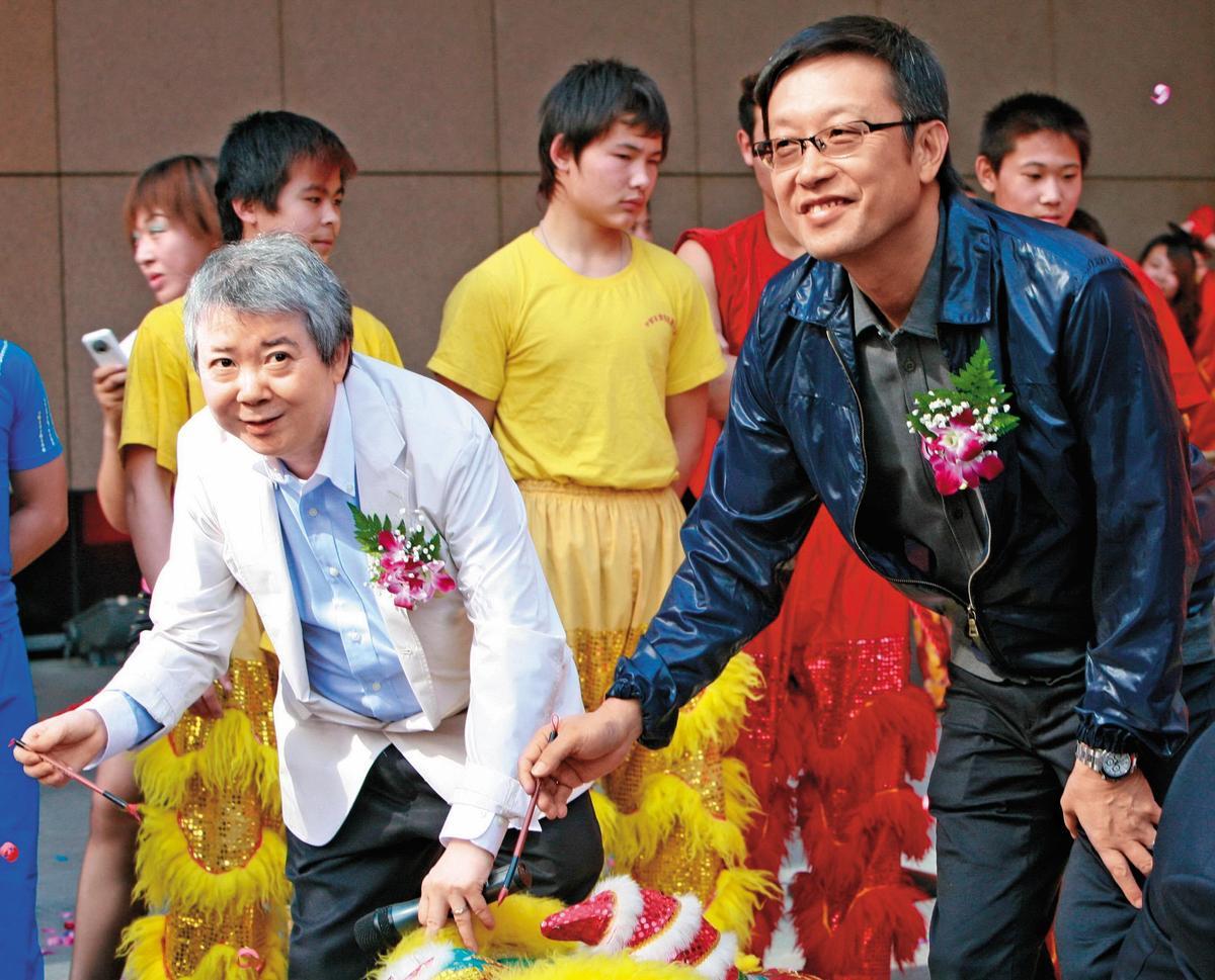 文隽(左)和导演刘伟强(右)合作的《古惑仔》系列和《风云之雄霸天下》等片都曾引领风骚。(东方IC)