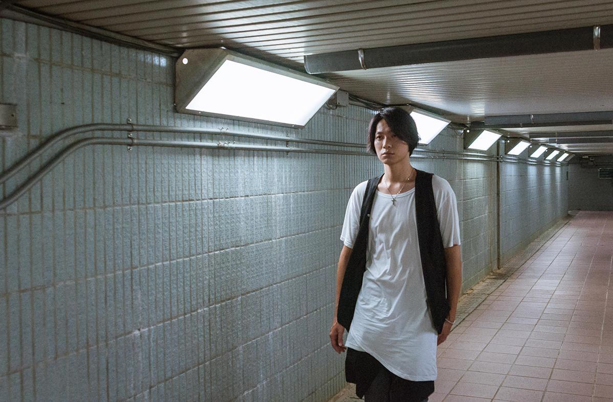 黃少谷的〈將來〉MV在地下道、竹子湖等場地取景,從台北拍到外縣市。(喜好音樂提供)