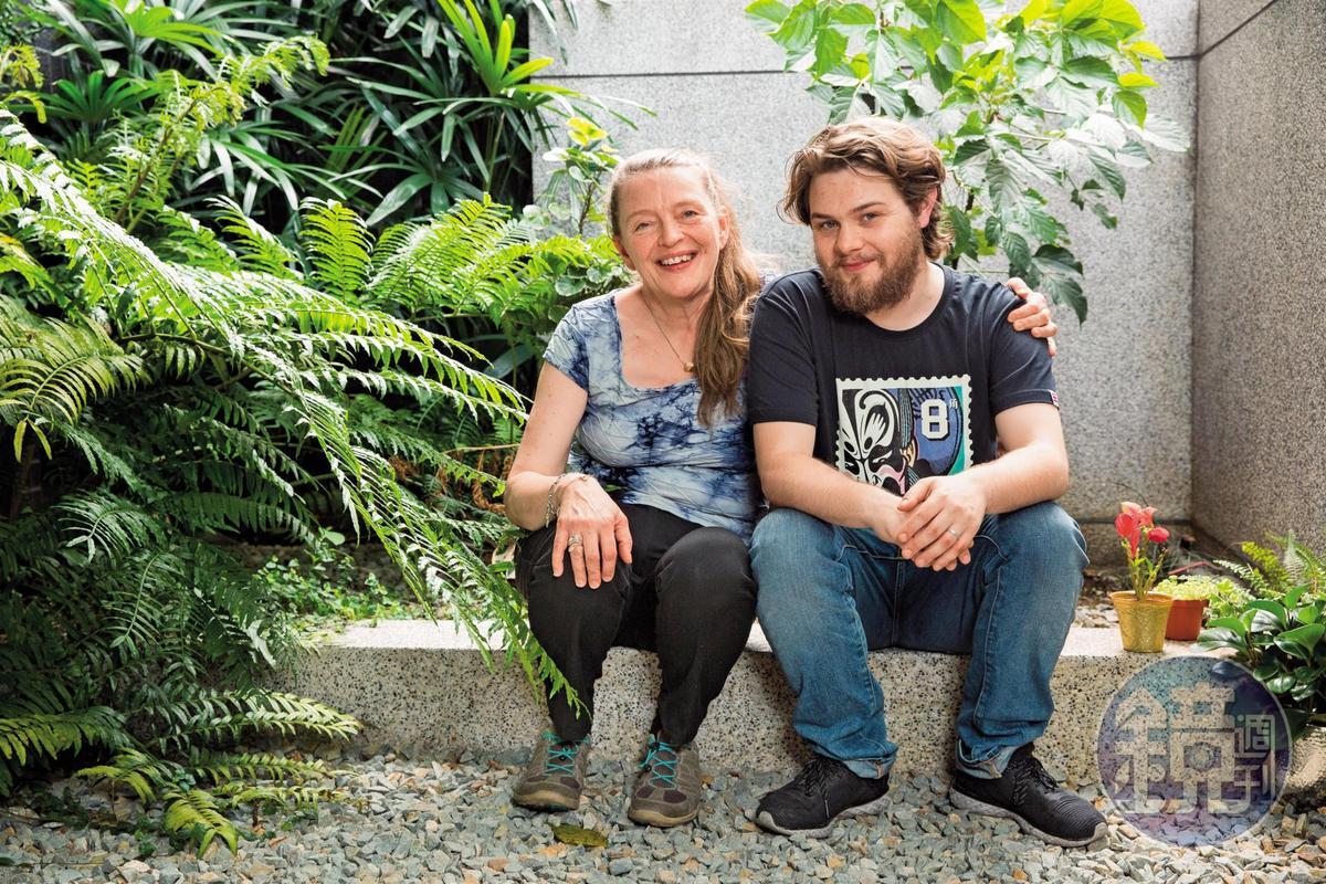 莉娜哈諾克萊恩(左)此次來台,長住北京的兒子李翱也飛來會合,母子倆將合拍一部短片。