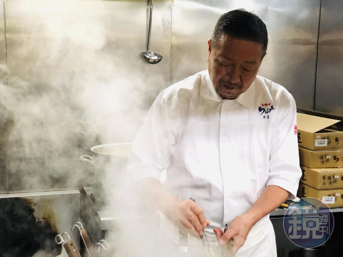 日本料理出身的千葉憲二是將溏心蛋放在拉麵上第一人。