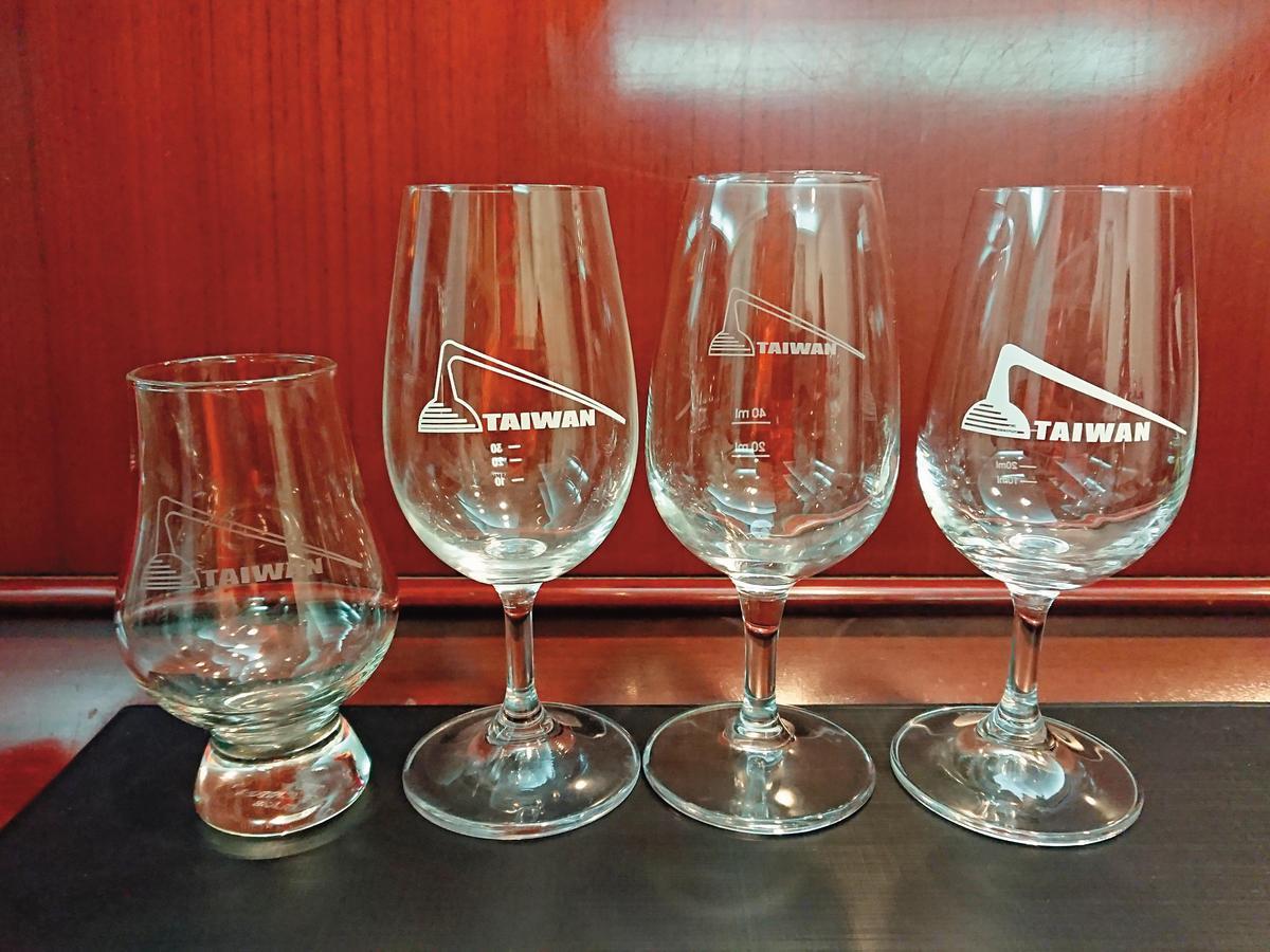社杯:社團歷年製作的社杯共有4款,第一款為Glencairn杯,在2005年製作,其他3款均是ISO杯。