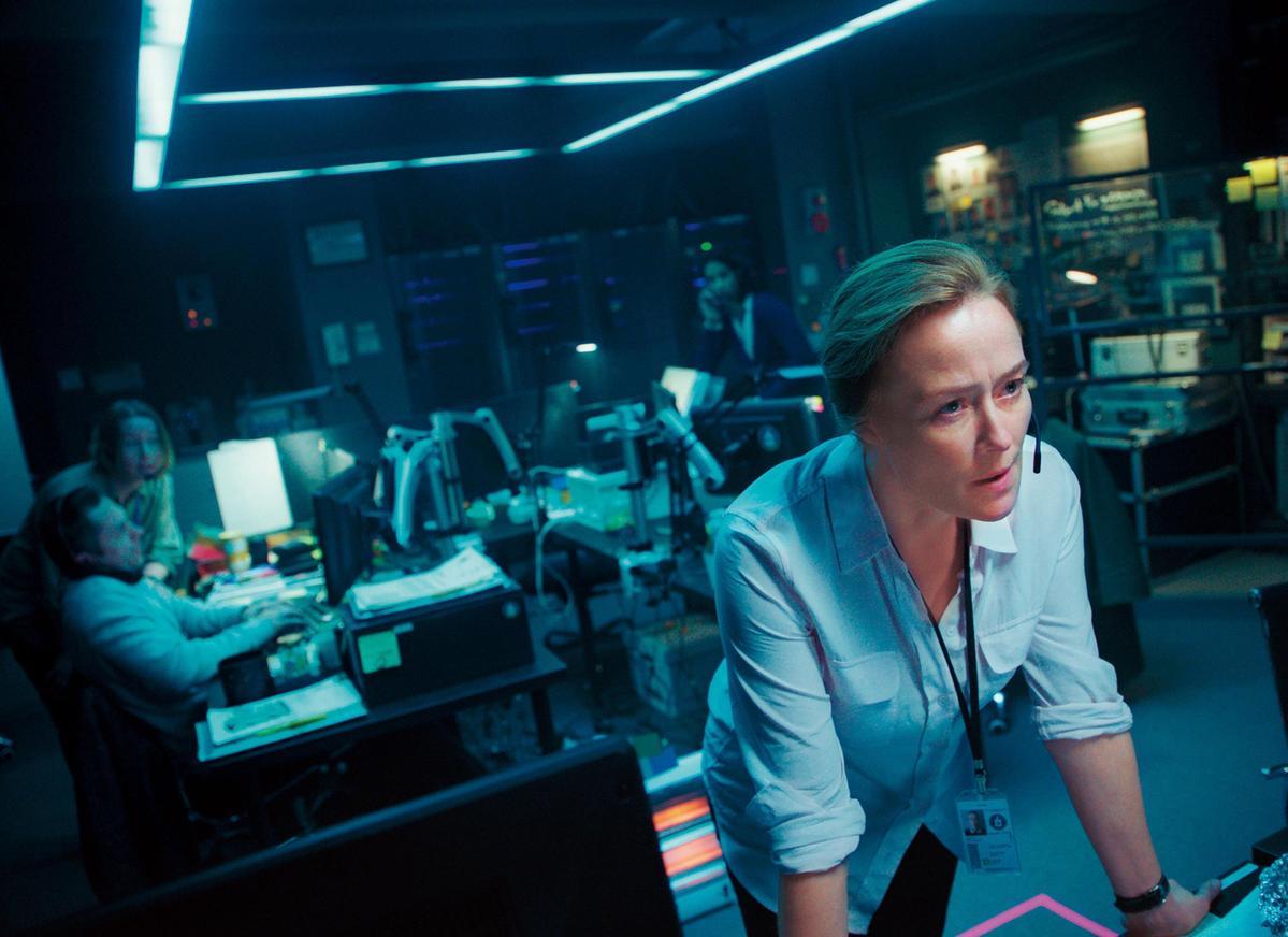 金秉祐透過好萊塢知名經紀公司UTA,找來活躍於英美電影中的女星珍妮佛依莉,飾演對河正宇下達命令的關鍵角色。(華聯國際提供)