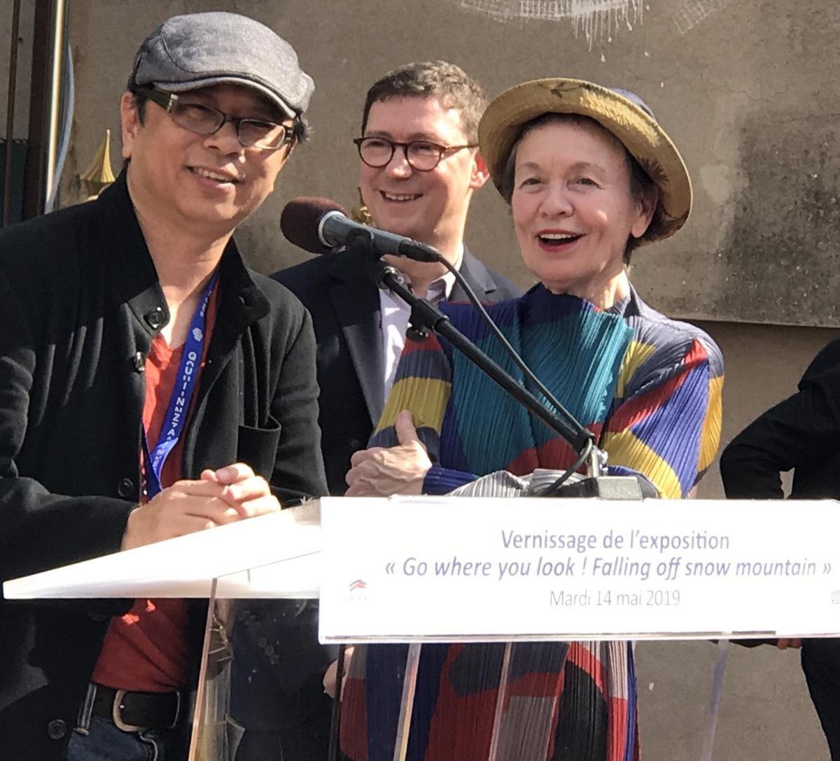 新媒體藝術家黃心健(左)美國前衛音樂教母Laurie Anderson(右)一起完成3件VR作品,受邀在法國坎城影展的「導演雙週」盛大開幕。(故事巢提供)