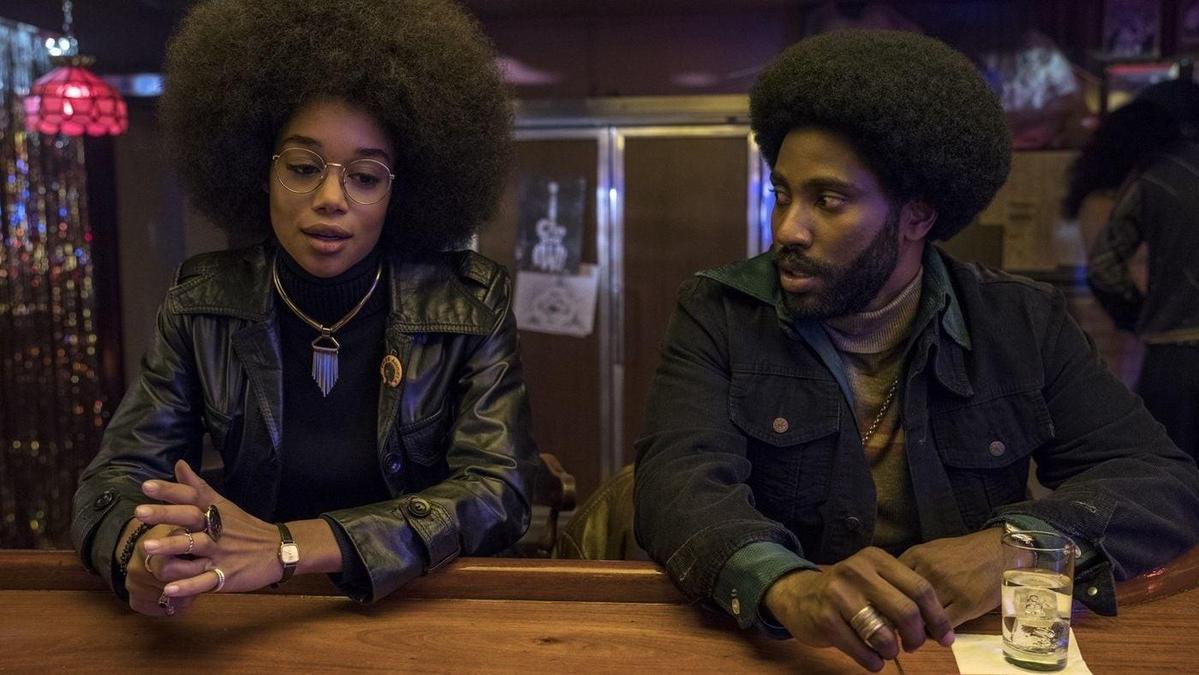 入圍奧斯卡最佳影片的電影在內容上需要傳遞正面訊息,圖為以黑色喜劇手法處理族群議題的《黑色黨徒》。(翻攝自imdb.com)