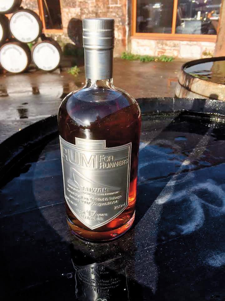 路跑隊2014及2018年裝過2款隊酒,第一瓶是知名蘭姆酒廠Caroni生產的單桶Rum,取其諧音Rum for runners之意(圖),2018年則裝瓶瑞典知名威士忌酒廠BOX。