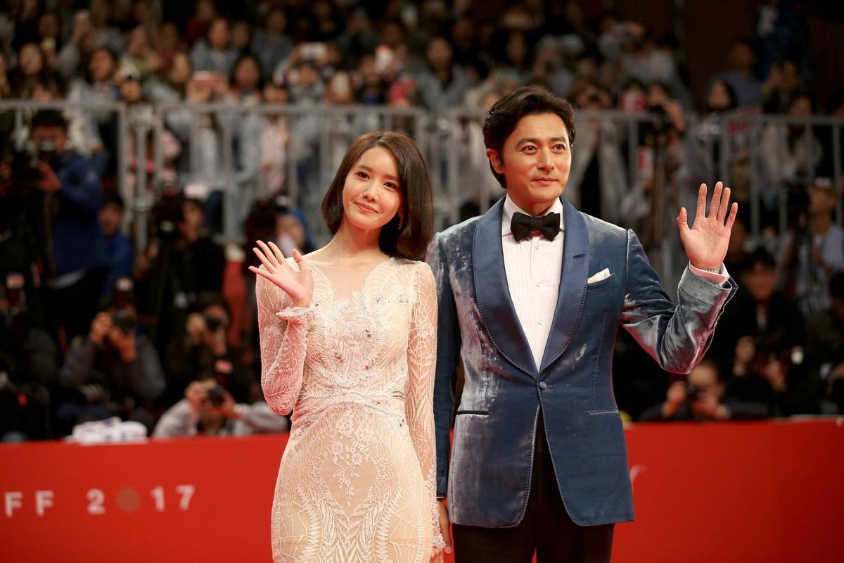 張東健與潤娥擔任第22屆釜山影展開幕式主持人。(翻攝BIFF FB)