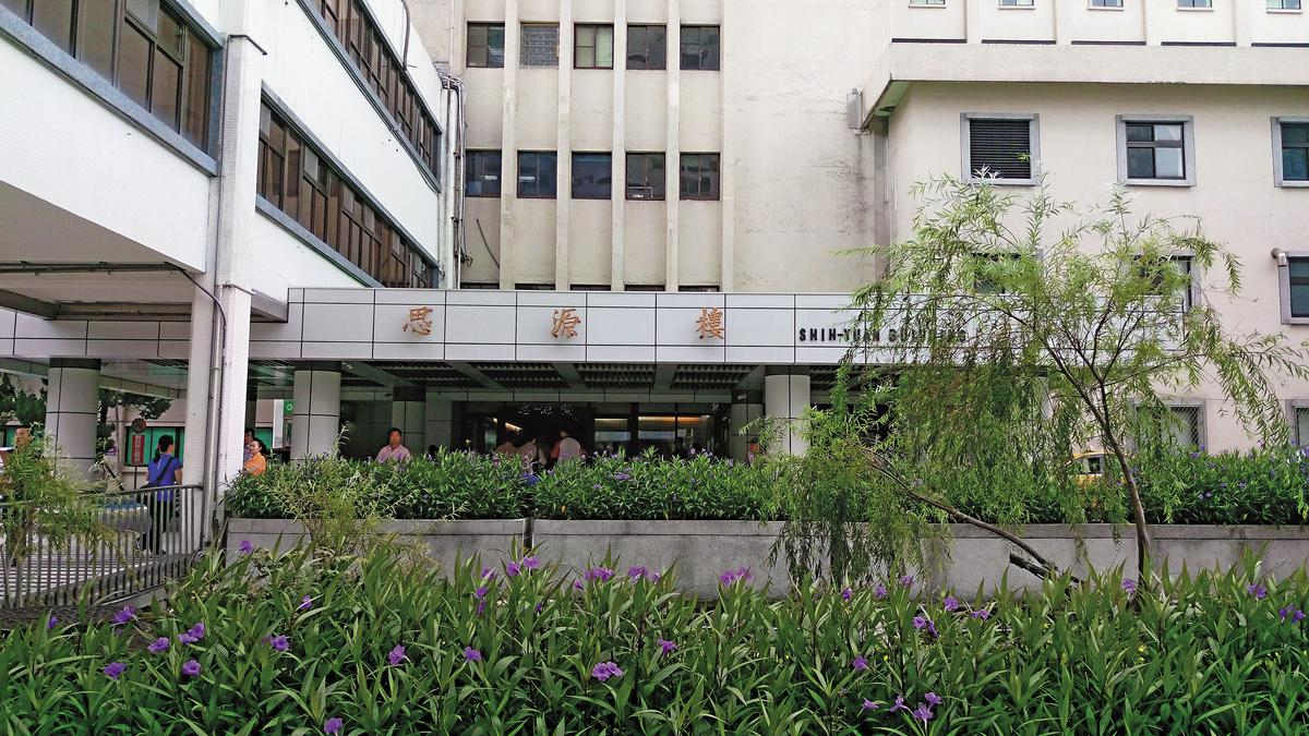 台北榮總思源樓9樓的單人病房,已被張周智逢占用逾4年。