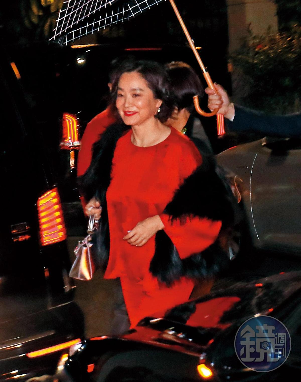 3月5日 晚間10點半,林青霞來到舉行歡迎私人趴的復興南路采采食茶文化餐廳,儘管夜已深,她仍是一臉神采飛揚。