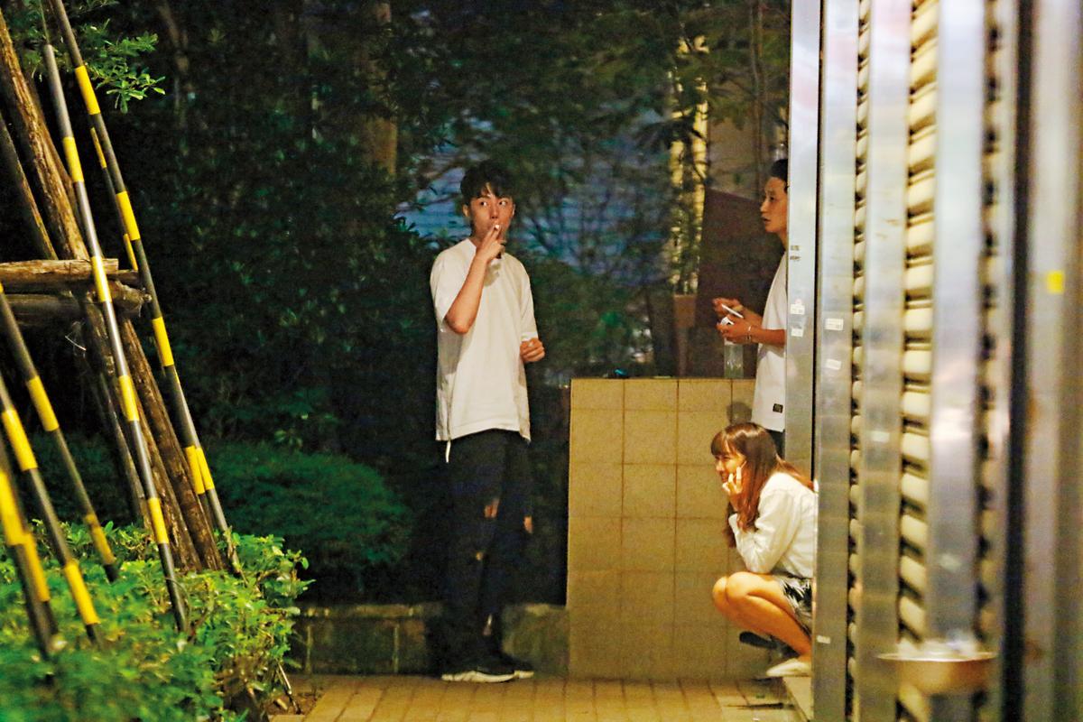 蔡凡熙貴為偶像派,但哈起菸來也是霸氣十足。
