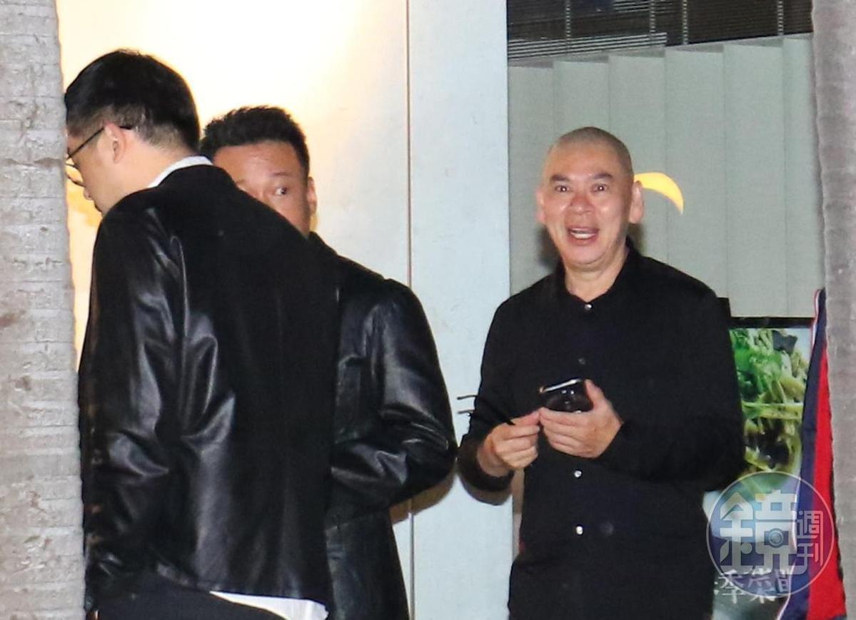 22:35 導演蔡明亮(右)也是座上客,他曾親口邀林青霞復出。這次2人相談甚歡,但合作還是要 「隨心隨緣」。