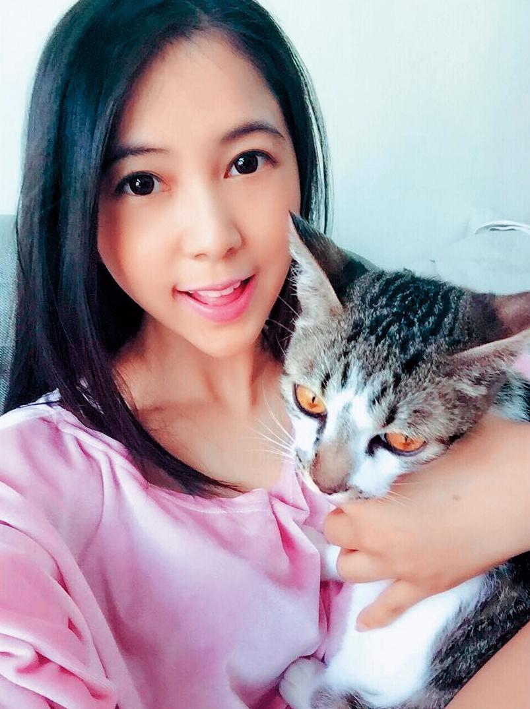 去年林宇輝投資Mini開設寵物精品旅館,讓喜歡小動物的她可以每天跟貓兒子一起上班。(翻攝自林米尼IG)