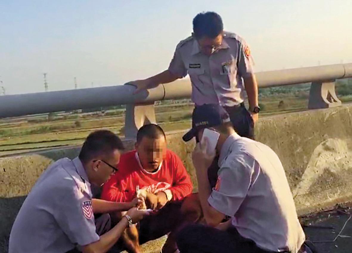 肇事駕駛東俊仁是無照駕駛,他駕駛的拖板車早就被註銷牌照。(翻攝畫面)