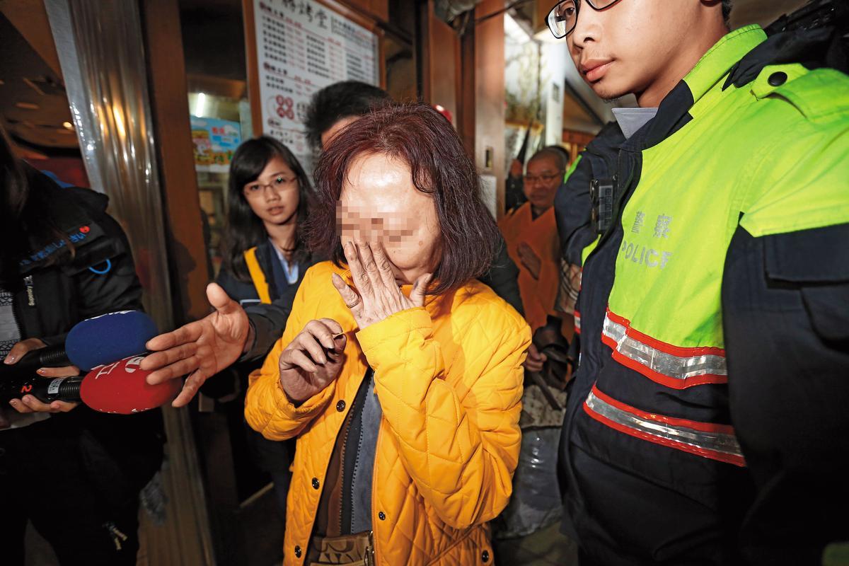 王志偉的母親在案發隔日前往招魂,悲慟到近乎昏厥,得靠旁人攙扶才勉強站立。
