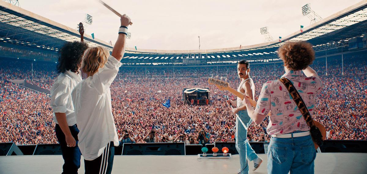 《波希米亞狂想曲》描述皇后合唱團主唱佛萊迪墨裘瑞崛起樂壇的故事,該片入圍最佳影片,男主角雷米馬利克(右二)也獲男主角提名。(福斯提供)