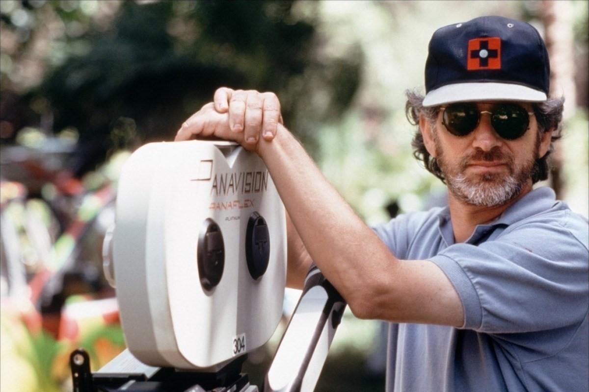 與史蒂芬史匹柏長期合作的戴夫勞瑞表示,史匹柏拍電影的眼光獨到,也會自己畫分鏡圖。(翻攝自imdb.com)