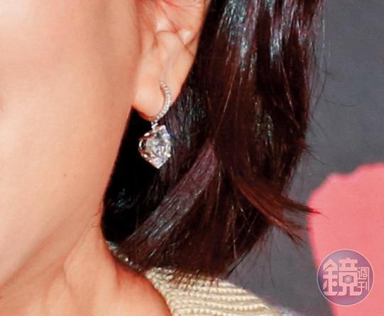 私人訂製耳環,逾百萬元。