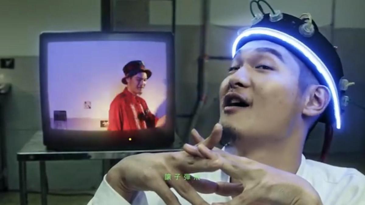 Leo王雙料入圍本屆金曲獎最佳國語男歌手、最佳國語專輯獎,言談充滿饒舌歌手的自嘲與幽默。(翻攝自YouTube)