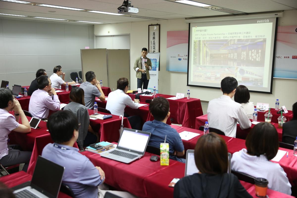 江建廷跟大家分享昇恆昌近幾年的變化。
