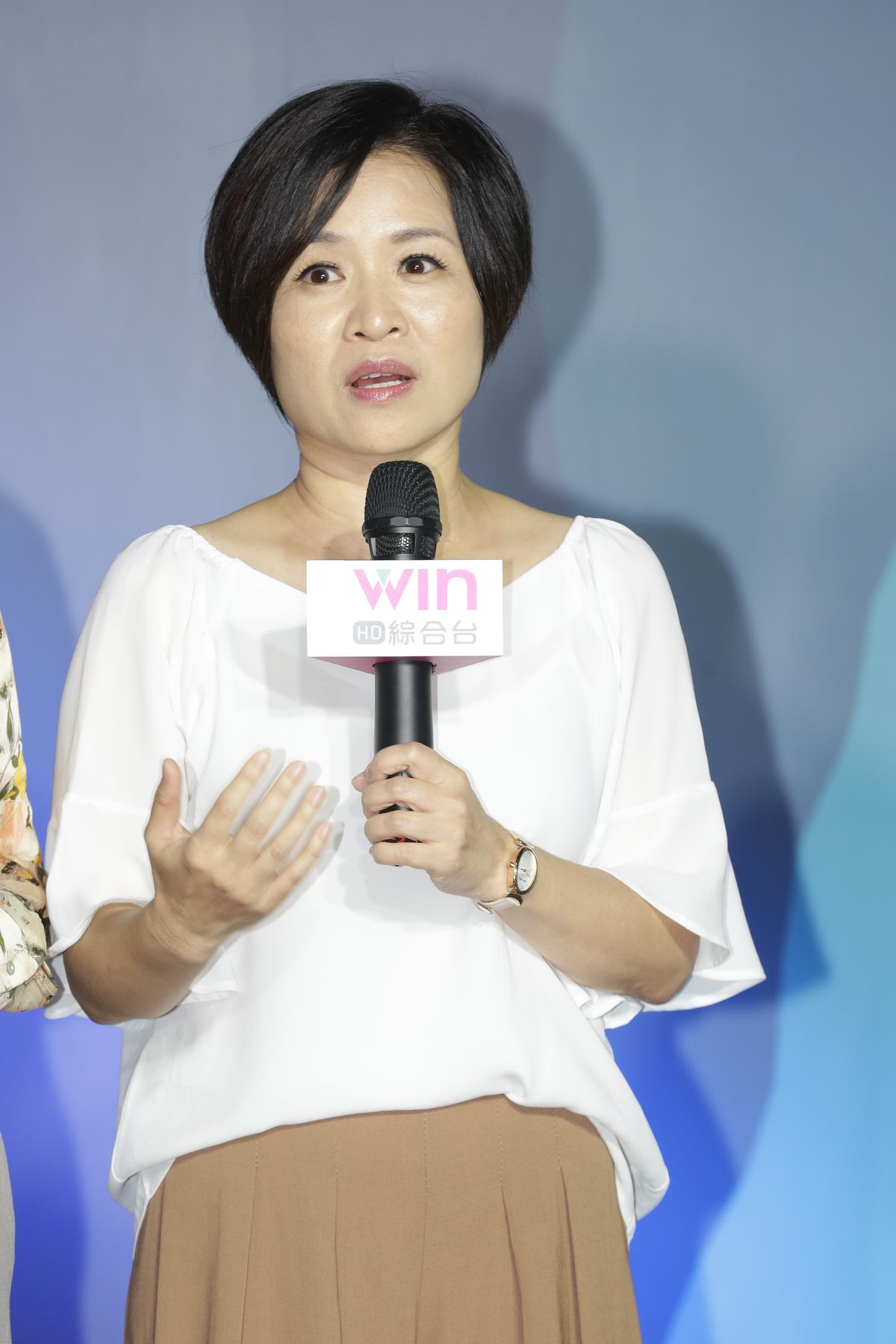 楊月娥出席「台灣HD綜合台」系列節目記者會,因女兒罹血癌,她只能武裝自己出席活動。