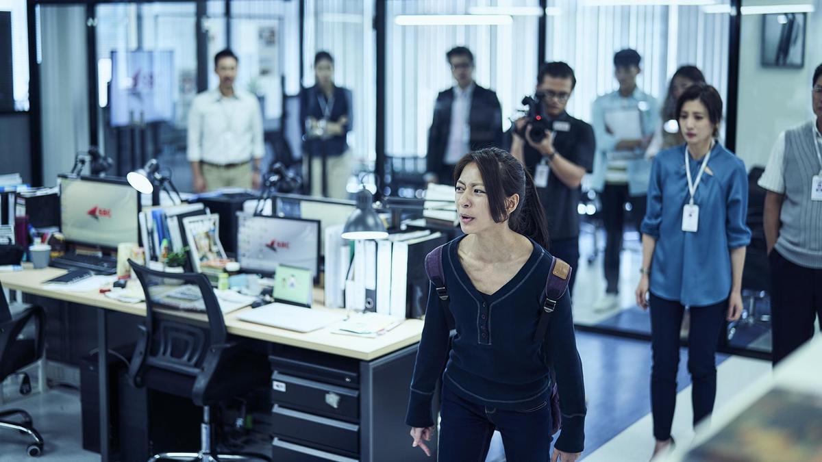 《我們與惡的距離》陳妤怒斥媒體濫用權力「你們殺的人沒有比我哥少」。(公視提供)