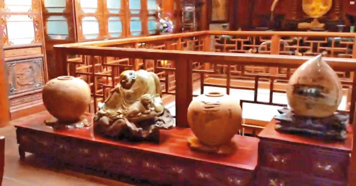 林楊桂蓮偏愛巨石木雕,也讓桂蓮園風格更顯典雅。(讀者提供)