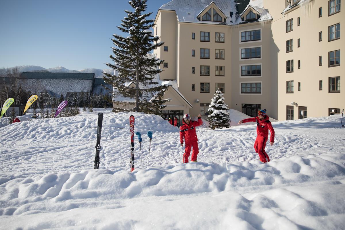 走出飯店即是初級滑雪場。