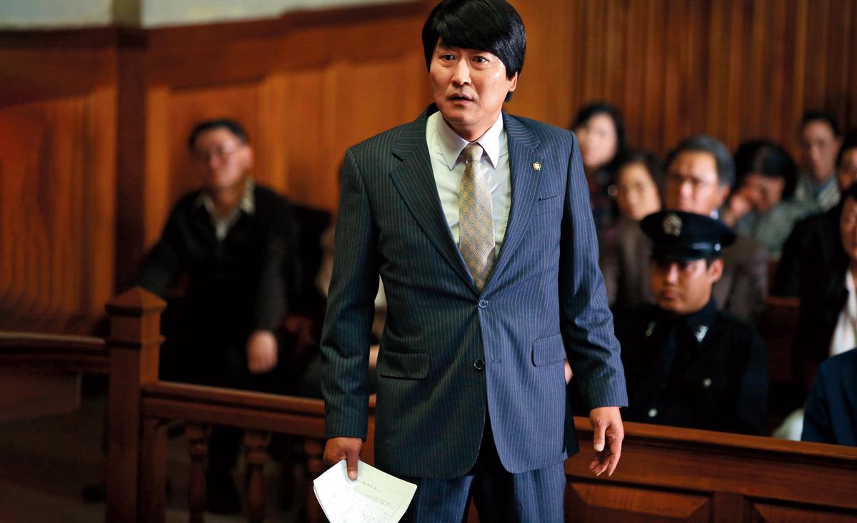 梁宇皙真實還原《正義辯護人》中的法庭戲,並就大量法律用語與男主角宋康昊再三修改確認。(NEW提供