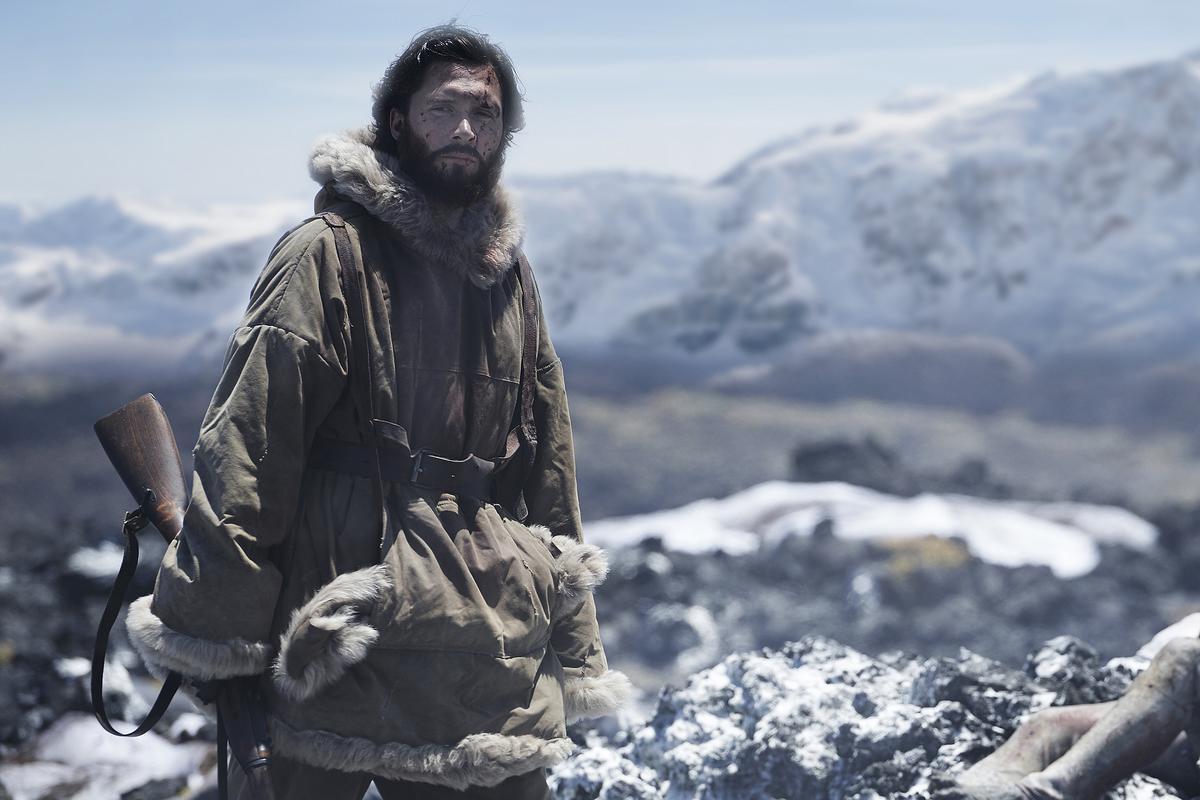 《冰海異種》以極端荒涼、極端氣候下的地理時空,投射出人類內心深處自身的恐懼,思考自身的意義。(采昌國際)