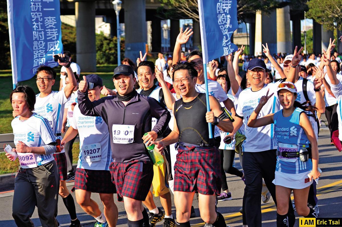 2014年2月23日首度以社團名義參與台北渣打公益馬拉松8.5公里組賽事,20餘位社員、酒友參與。