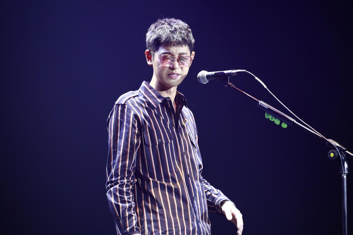 鄭俊英演唱會藉助提詞機與工作人員幫忙,全程使用中文,「這裡是台灣,所以我盡量說中文。」