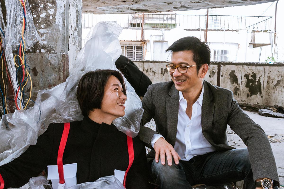 陳子鴻(右)為黃少谷跨刀拍MV,扮演救贖他的救世主。(喜好音樂提供)