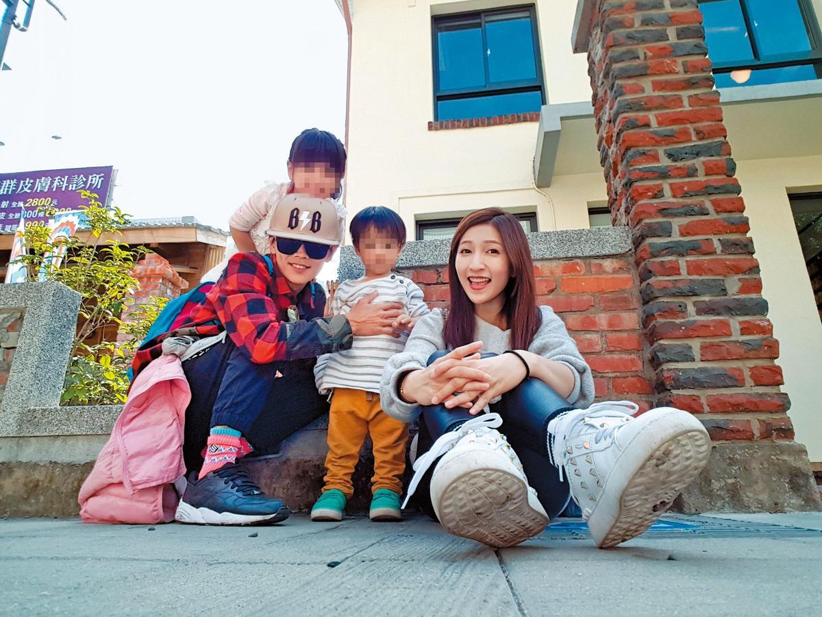 平常省吃儉用的阿翔,對太太和小孩卻很大方。 (時代創藝提供)