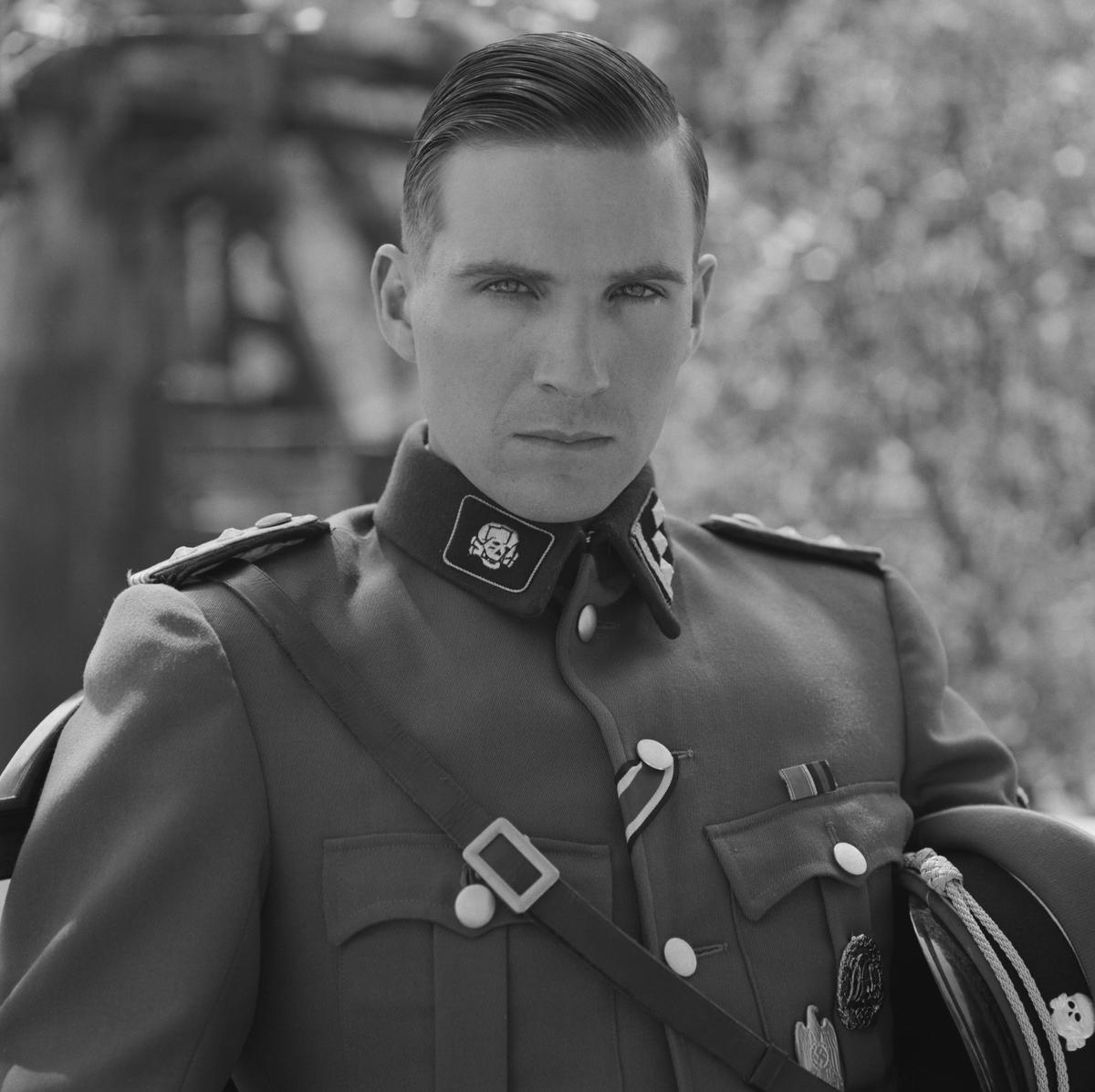 25年前英國的年輕演員雷夫范恩斯,被史匹柏找來扮演納粹軍官,任誰也想不到他日後會演出「佛地魔」。(UIP提供)