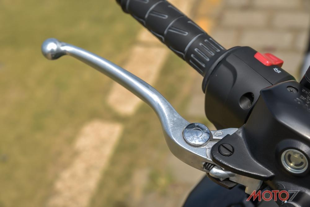 煞車拉桿具備五段可調功能。