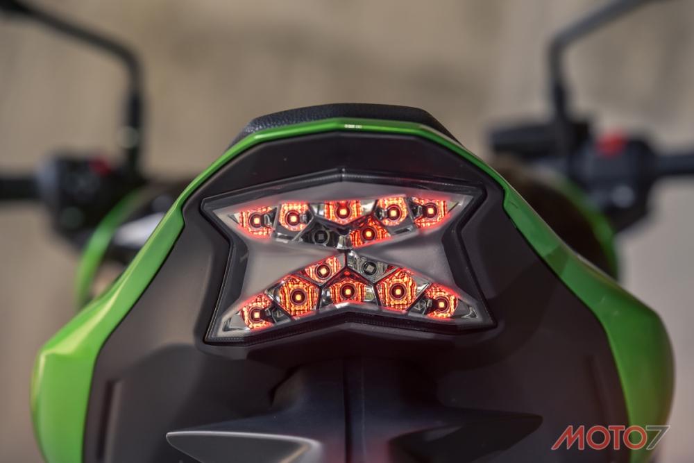 尾燈以Z字型來體現Z Bike的靈魂,在辨識度上也顯眼的毋庸置疑。