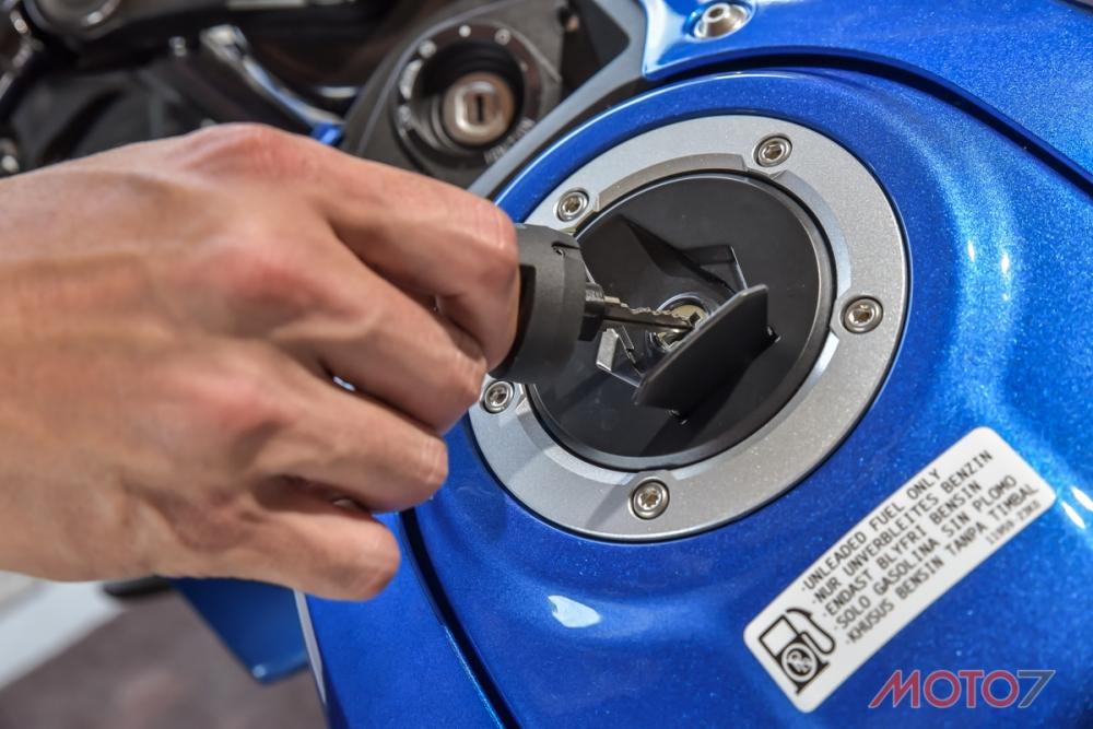 無論是GSX-R150還是GSX-S150,油箱都需要使用鑰匙開啟。