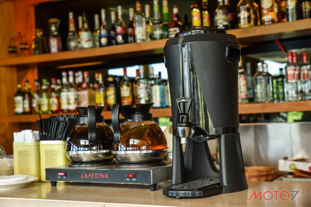 吧檯酒水暢飲。