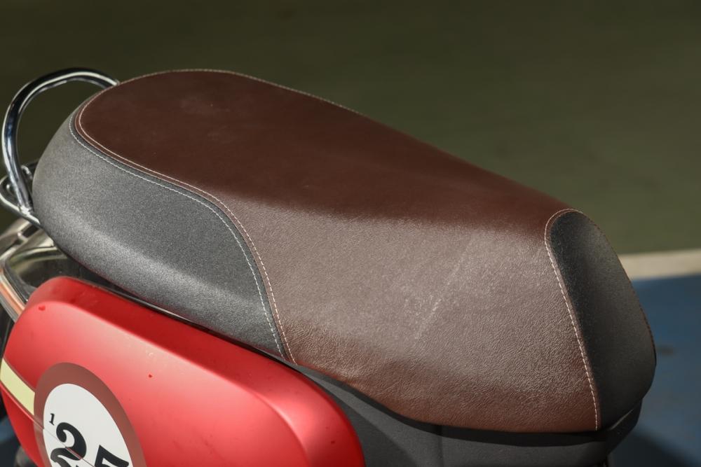ROMEO 125 舒適的坐墊,讓小編真的很想躺著騎 !