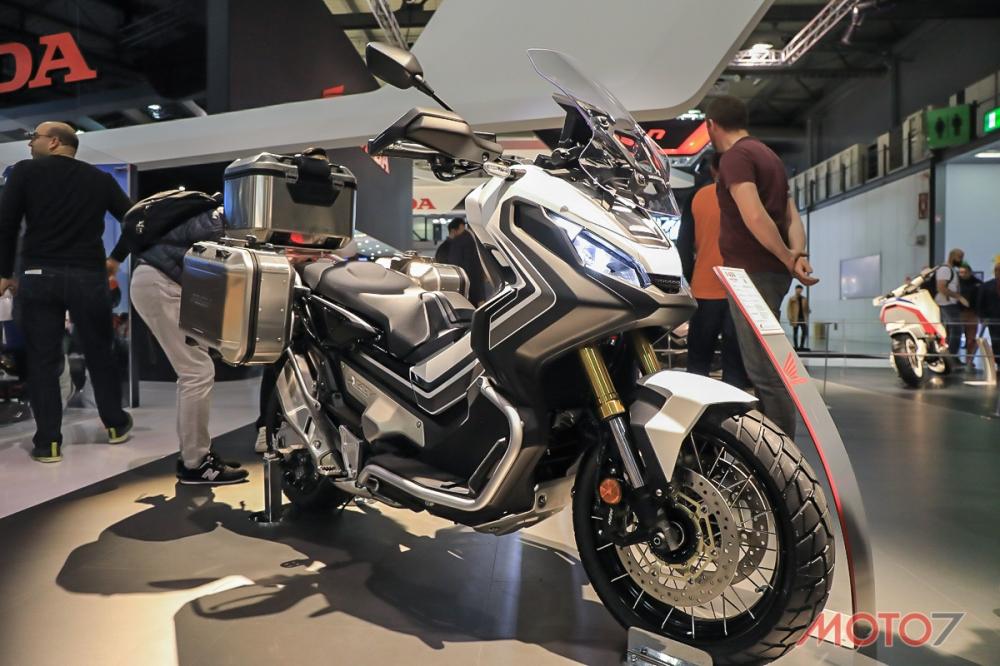 米蘭車展現場還有原廠改裝車,三箱的配置更具越野氣息。