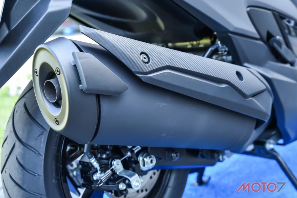 排氣管多了貴金屬觸媒,讓BURGMAN 400 能夠符合Euro4 環保標準。