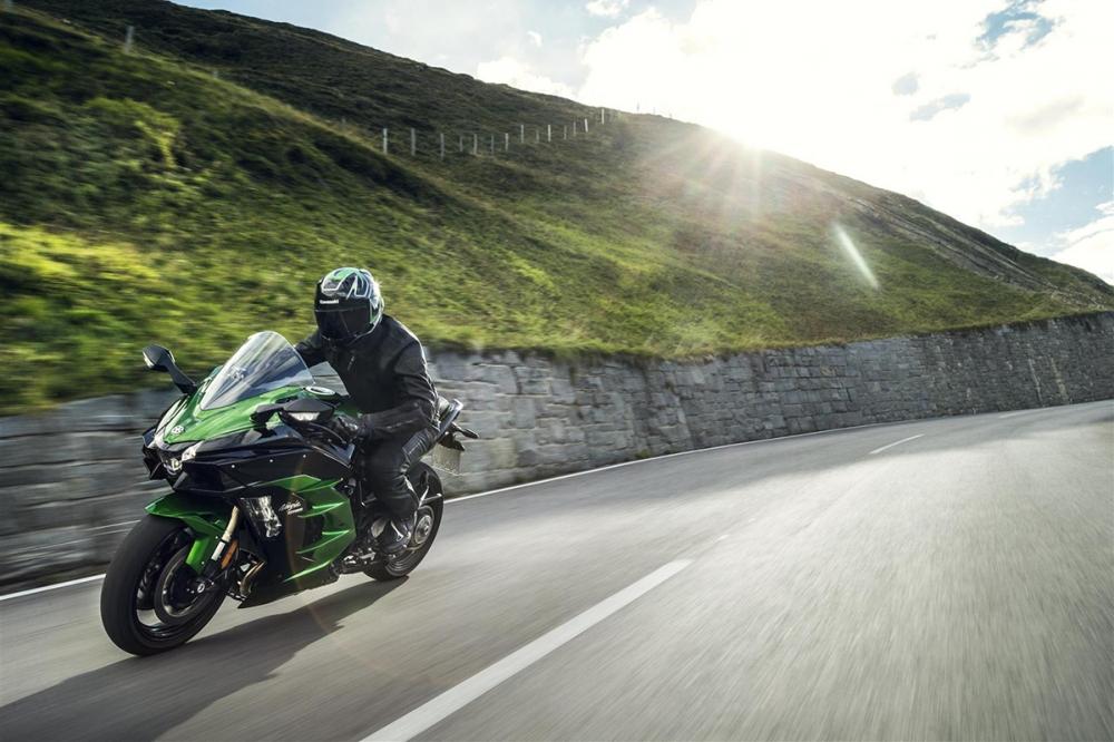 H2 SX的誕生似乎宣告機械增壓摩托車的時代真的來臨了!