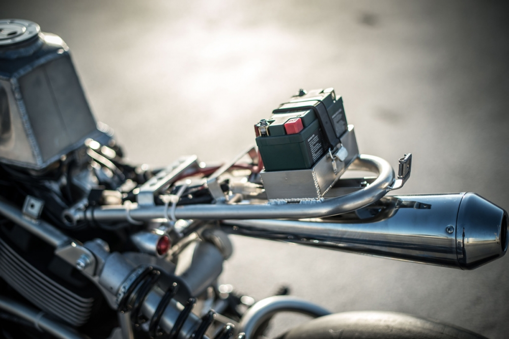 電池安裝在座墊蓋之下,整車電子設備相當簡單。